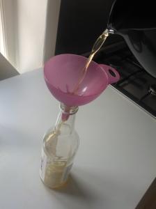 Gem vodkaflasken, den passer lige til den færdige snaps. Det smager og dufter af sommer